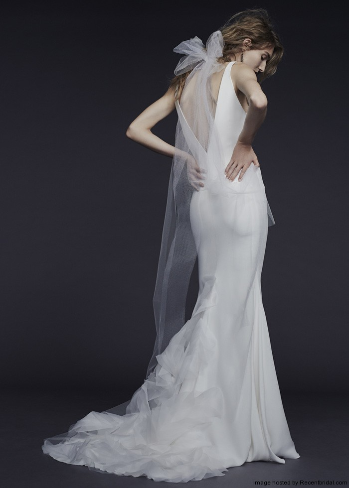 Vera Wang Fall 2015 V Neckline Silk Crepe Wedding Gown Vera Wang Dresses Wedding
